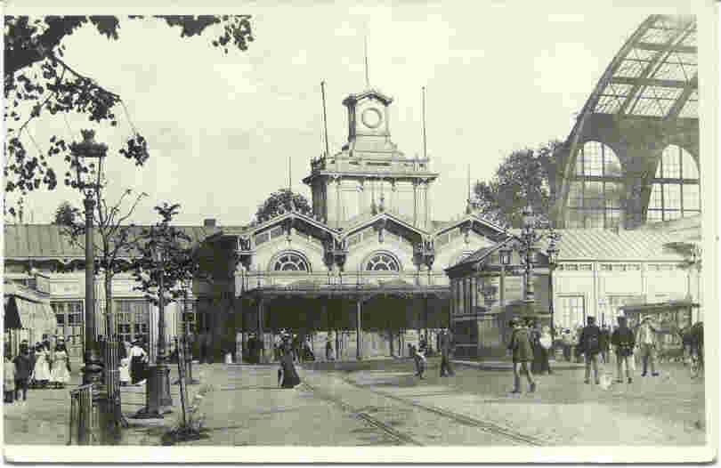 Het oude Oostation, lag bij oprichting rond 1840 helemaal aan de rand van de stad !